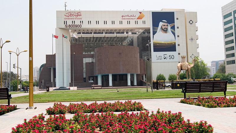 بلدية دبي تدقق على المؤسسات الغذائية كافة باختلاف أنشطتها.  الإمارات اليوم