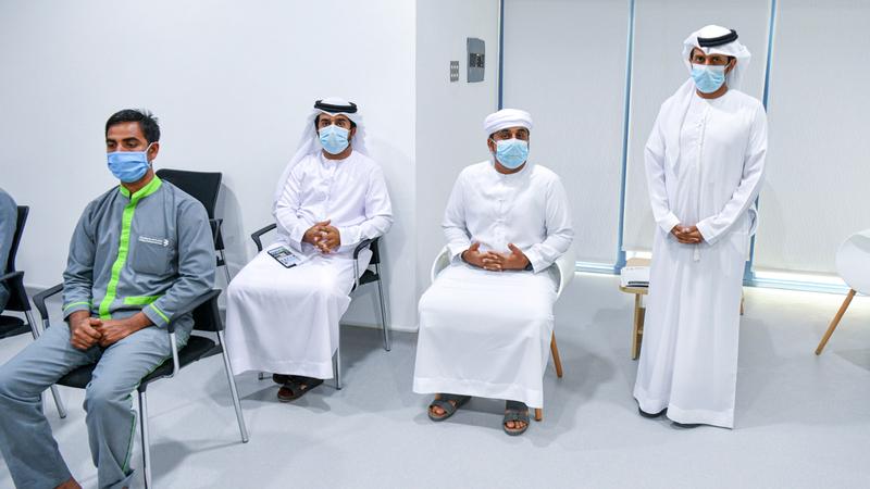 أبناء الإمارات تسابقوا إلى التطوّع في التجارب.