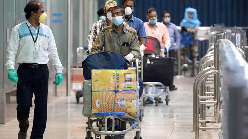 تطبيق إجراءات صحية مشدّدة على عودة المقيمين من الخارج. ■ من المصدر