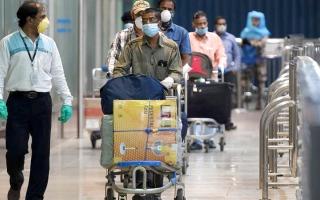 الصورة: لا قيود على عودة المقيمين الراغبين في السفر