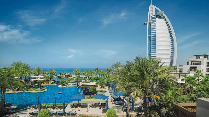 دبي تتميز بطاقة استيعابية عالية مع 120 ألف غرفة والعديد من المنتجعات السياحية الفاخرة. أرشيفية