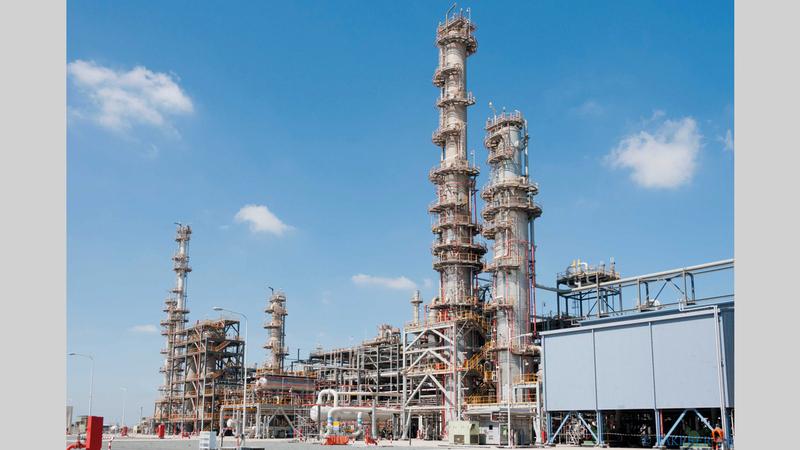 المشروع يتيح لـ«أدنوك» معالجة خام «زاكوم العلوي» المستخرج من حقول النفط البحرية في أبوظبي. من المصدر