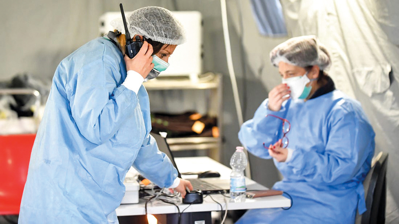 عدد كبير من الأطباء اضطروا للابتعاد عن أطفالهم وذويهم بسبب الجائحة. أرشيفية