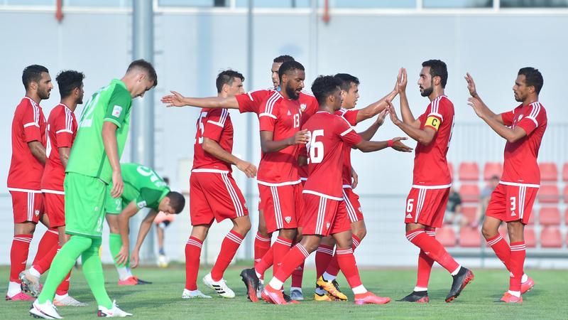 لاعبو المنتخب يحتفلون بالفوز على إندجيجا بنتيجة 3-2 في ختام معسكر صربيا. من المصدر