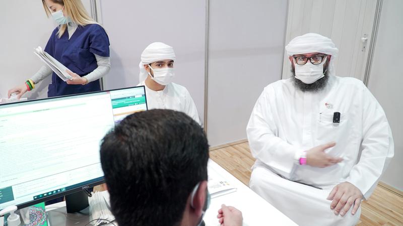 أحمد خلال مبادرته للتطوع في التجارب السريرية.  من المصدر