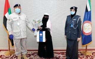شرطة العين تكرّم آسيوية لأمانتها thumbnail