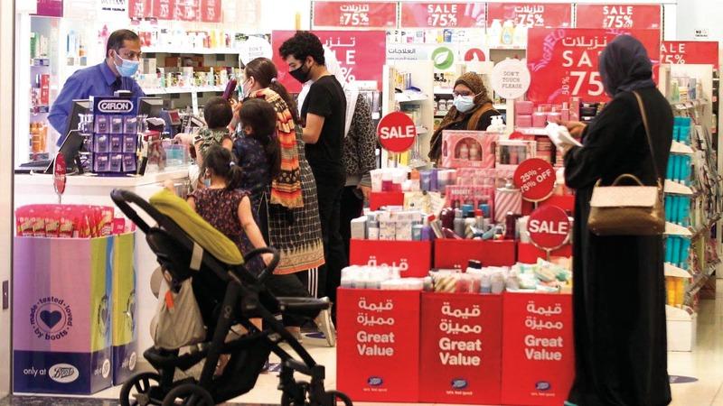 مراكز التسوق والمحال المشاركة في الحملة شهدت إقبالاً كبيراً.    وام