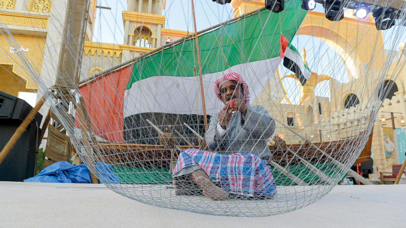 الندوة تأخذ الجمهور في رحلة للتعرف إلى باقة من الحرف التقليدية الإماراتية.  من المصدر
