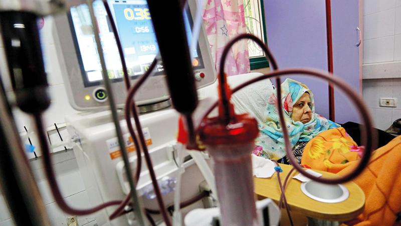 مرضى الكلى يتجرعون مرارة أزمة الكهرباء في غزة. الإمارات اليوم