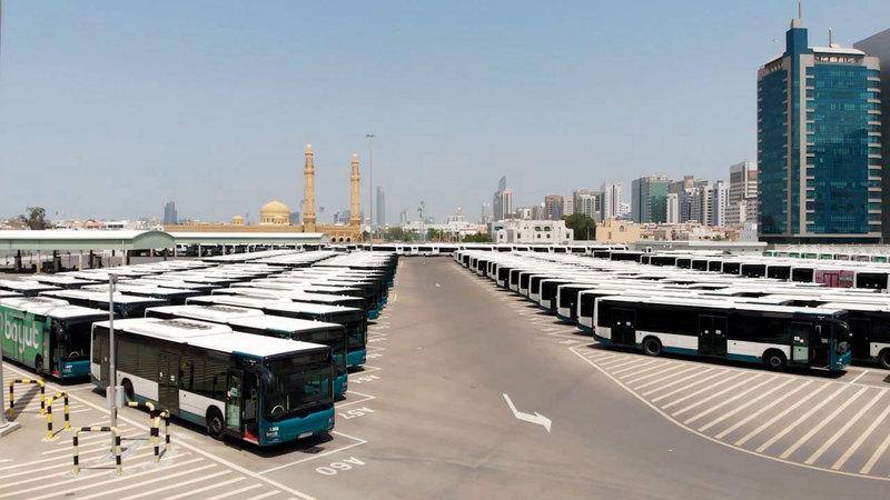 توفير«الإنترنت» في الحافلات يعزز جاذبية استخدام النقل العام ويقلل من الازدحام المروري.  من المصدر