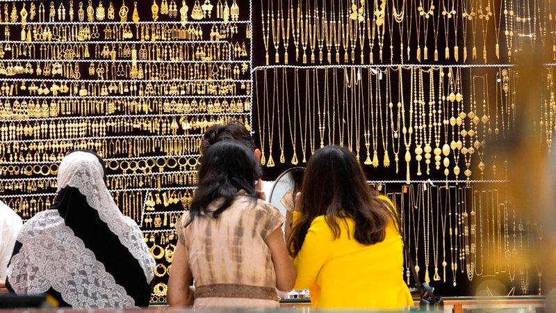 أسعار الذهب سجلت في نهاية الأسبوع الماضي ارتفاعات.. راوحت قيمتها بين درهم و1.25 درهم للغرام. ■ أرشيفية