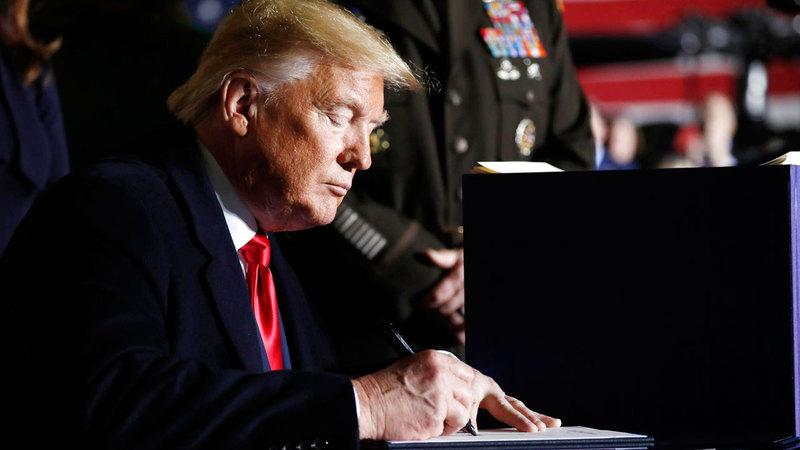 ترامب يوقع على قانون قيصر.  أرشيفية