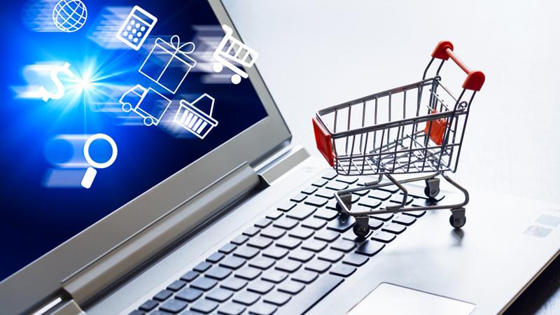بعض المستهلكين يفضل الحصول على المشتريات عن بعد عبر وسائل مختلفة. أرشيفية
