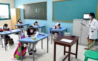 مدارس في أبوظبي تدمج المناهج وتستحدث موضوعات مرتبطة بـ «كورونا» thumbnail