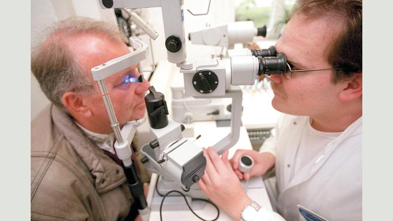 أطباء العيون في صميم النقاشات المتعلقة بحالات «كوفيد-19». د.ب.أ