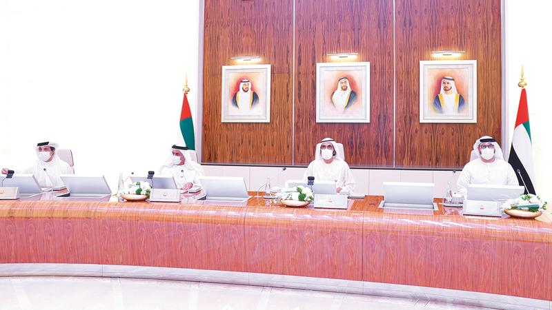 محمد بن راشد خلال ترؤسه اجتماع مجلس الوزراء الذي عقد في قصر الوطن بأبوظبي.  وام