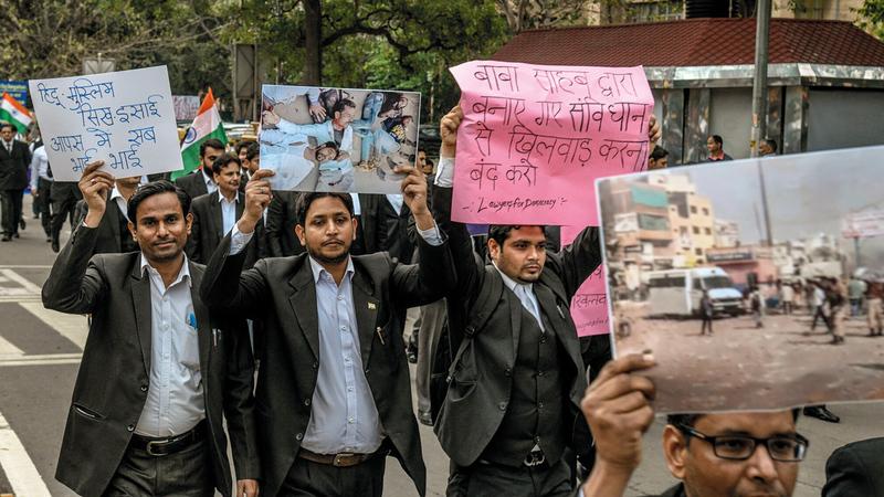 تظاهرات احتجاجاً على ممارسات الشرطة. من المصدر