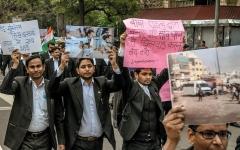 الصورة: الشرطة الهندية متهمة بقتل المعتقلين في مراكز الاحتجاز بدم بارد