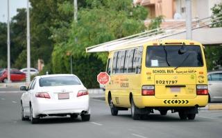 شرطة أبوظبي تدعو السائقين للالتزام بإشارة «قف» thumbnail