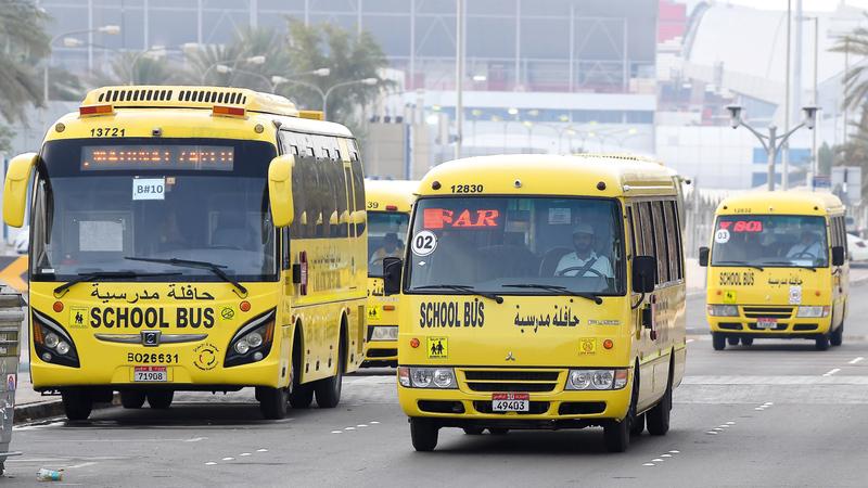 «الداخلية» تطالب سائقي الحافلات المدرسية بالالتزام بقوانين المرور. تصوير: إريك أرازاس
