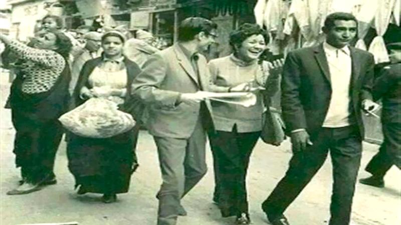 الأبنودي ودرويش وصافيناز كاظم في القاهرة القديمة.  أرشيفية