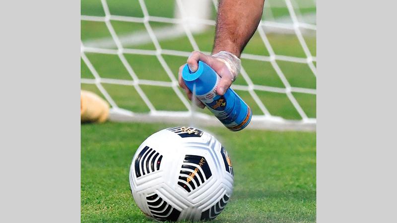 نشاط كرة القدم لايزال متوقفاً بسبب فيروس كورونا. ■ تصوير: أسامة أبوغانم