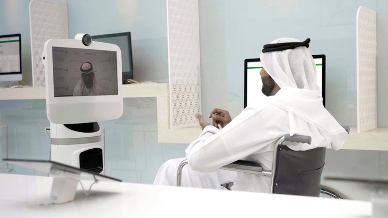«كهرباء دبي» حولت مراكز إسعاد المتعاملين إلى ذاتية بنسبة 100%. ■ من المصدر