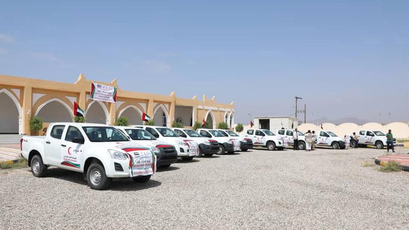 تسليم السيارات لدعم الإدارات والمؤسسات الخدمية بمحافظة حضرموت. ■ وام