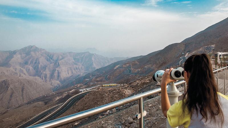 رأس الخيمة تقدم فرصة فريدة لعشاق رحلات السفاري والتخييم الليلي بين الجبال.  من المصدر