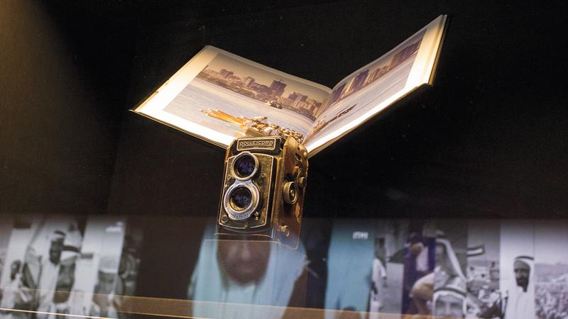 المعرض سيأخذ زواره في جولة لتعريفهم بعملية صنع الصور وجمعها قبل العصر الرقمي. من المصدر