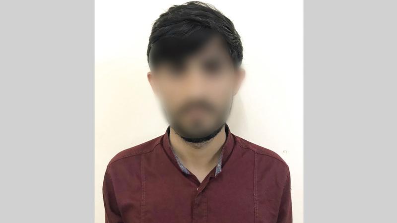 أحد أفراد العصابة بعد القبض عليه.    من المصدر