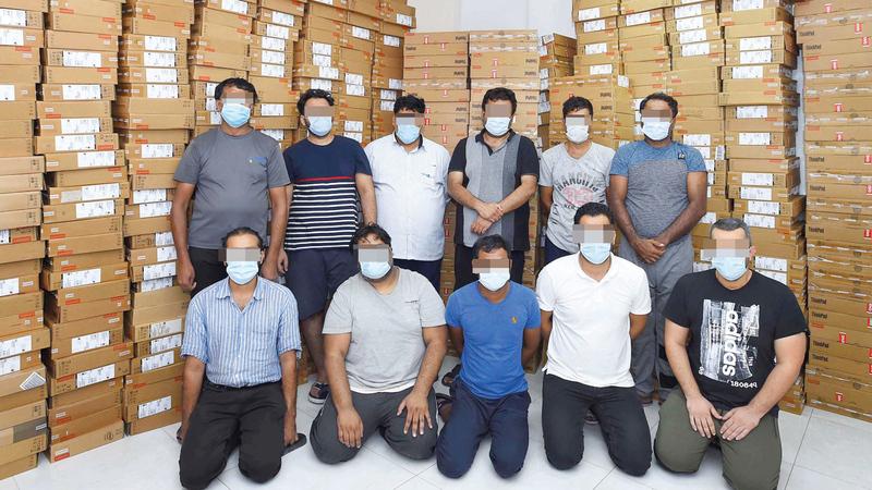 أفراد التشكيل العصابي بعد القبض عليهم وإعادة المسروقات.    من المصدر