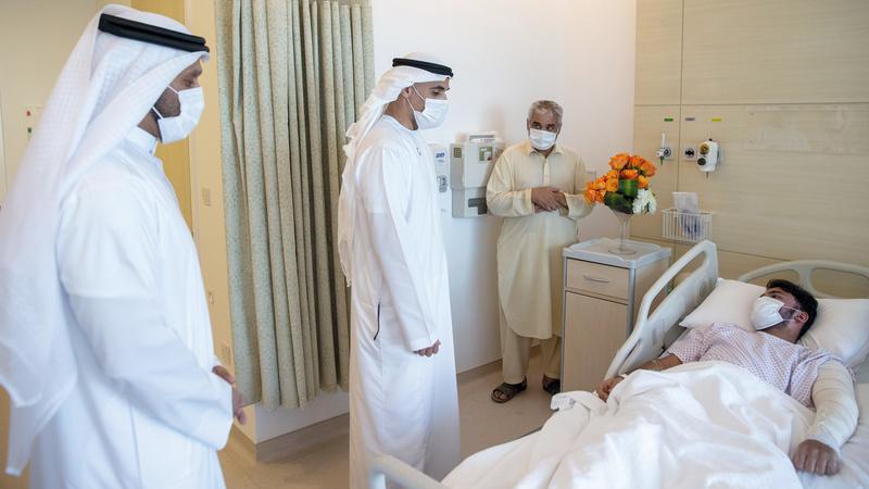 خالد بن محمد خلال زيارته مدينة الشيخ شخبوط الطبية للاطمئنان على صحة مصابي حادث تسرب الغاز.   وام