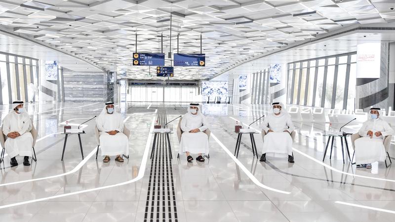 حمدان بن محمد خلال ترؤسه اجتماع المجلس التنفيذي في محطة مترو «إكسبو». وام