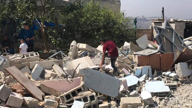 المقدسي إبراهيم أبوجمعة هدم منزله بيده مجبراً. من المصدر
