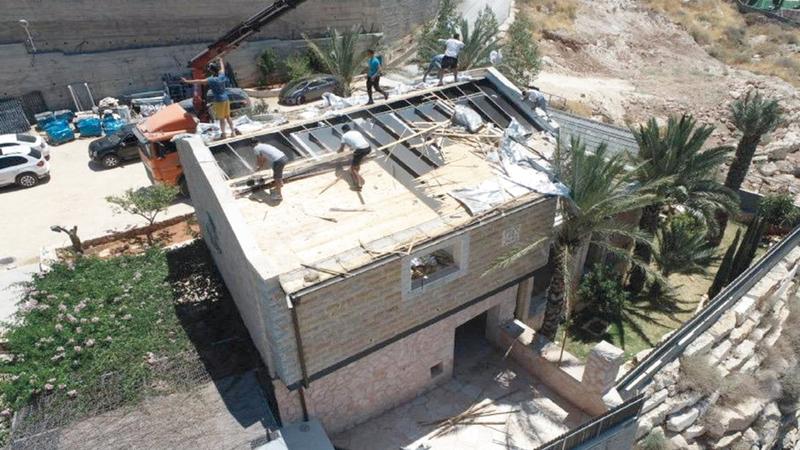 عائلة نهاد شقيرات أجبرها الاحتلال على هدم منزلها. من المصدر