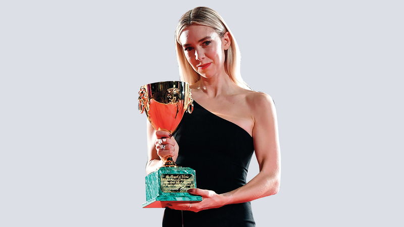 فانيسا كيربي حازت الجائزة عن بطولتها في فيلم «بيسز أوف إيه وومان». إي.بي.إيه