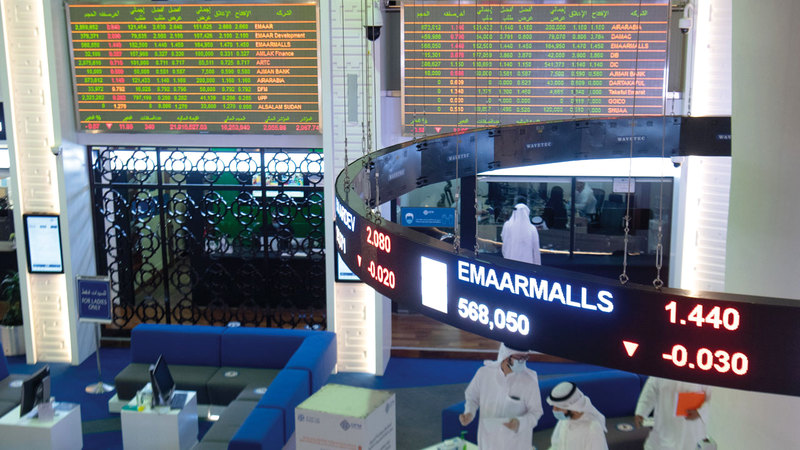 مؤشر «دبي المالي» أنهى التعاملات مرتفعاً عند 2282 نقطة. تصوير: أحمد عرديتي