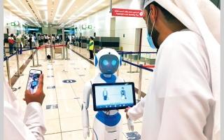 روبوت يوعي المسافرين بالإجراءات الاحترازية لـ«كورونا» thumbnail