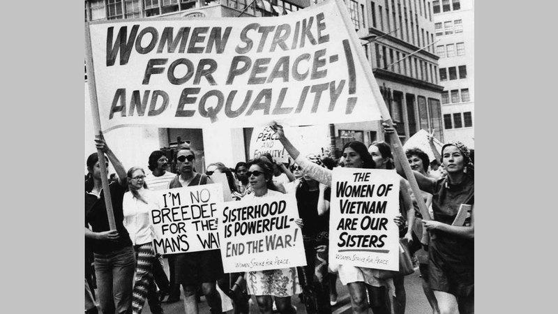 النساء بدأن المشاركة في الاحتجاجات السلمية منذ عقود. أرشيفية