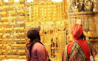 الصورة: انخفاضات سعرية تحسّن الطلب على المشغولات الذهبية