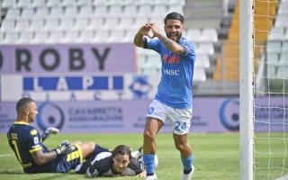الصورة: نابولي يبدأ الدوري الإيطالي بثنائية ميرتينز وإنسييني