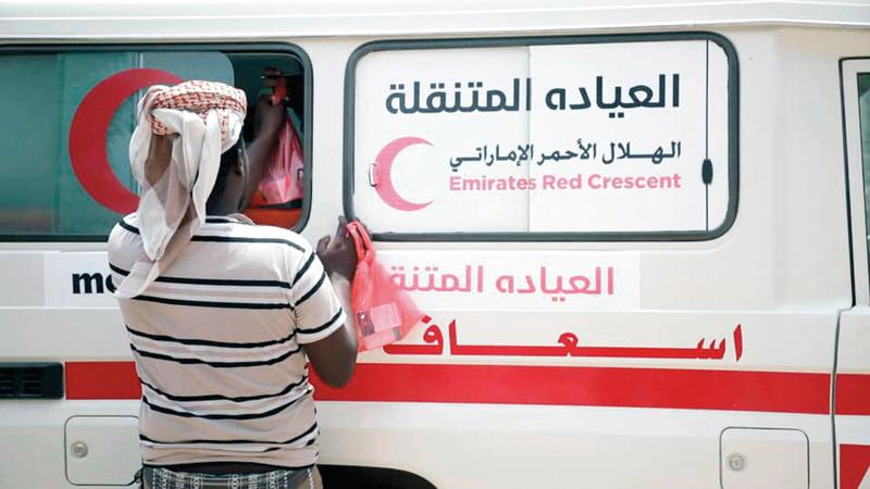 العيادة المتنقلة تواصل تقديم الرعاية الطبية على مدار الأسبوع.   وام