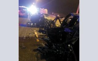 الصورة: سائق يقود «عكس السير» فيتسبب في وفاته وشابين
