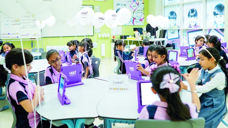 الأجهزة اللوحية التي أطلقتها المبادرة تعتمد على استخدام النسخة المحدّثة من «حروف» التعليمي. من المصدر