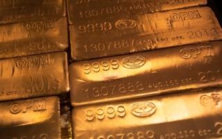 الصورة: أسعار الذهب تلامس أقل مستوى في 6 أسابيع