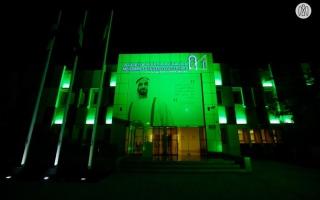 الصورة: بالصور.. أبوظبي تضيء أبرز معالمها بألوان علم السعودية