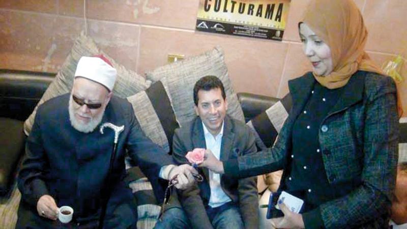 المفتي السابق علي جمعة أثنى على ما تقوم به صفاء.  من المصدر