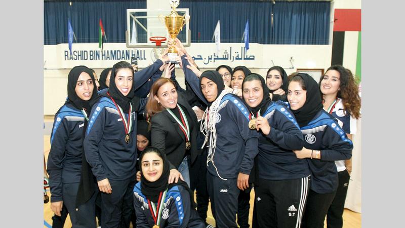 السورية هلا شحادة تتوسط سيدات النصر بعد الفوز بإحدى البطولات. ■ من المصدر