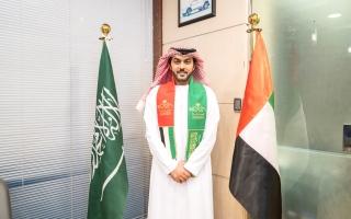 الصورة: إماراتي يحتفل باليوم الوطني السعودي على طريقته
